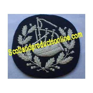 Pipers In Wreath On Dark Green